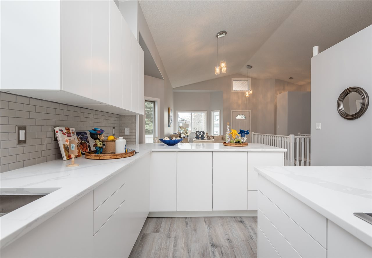 MLS® listing #E4152201 for sale located at 215 PETER Close