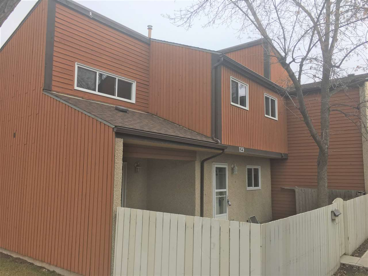 MLS® listing #E4152892 for sale located at 129 KASKITAYO Court