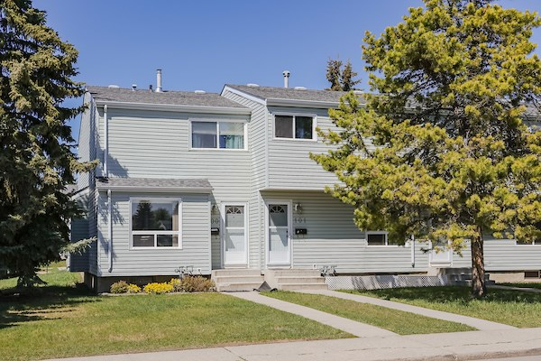 MLS® listing #E4153085 for sale located at 100 DICKINSFIELD Court