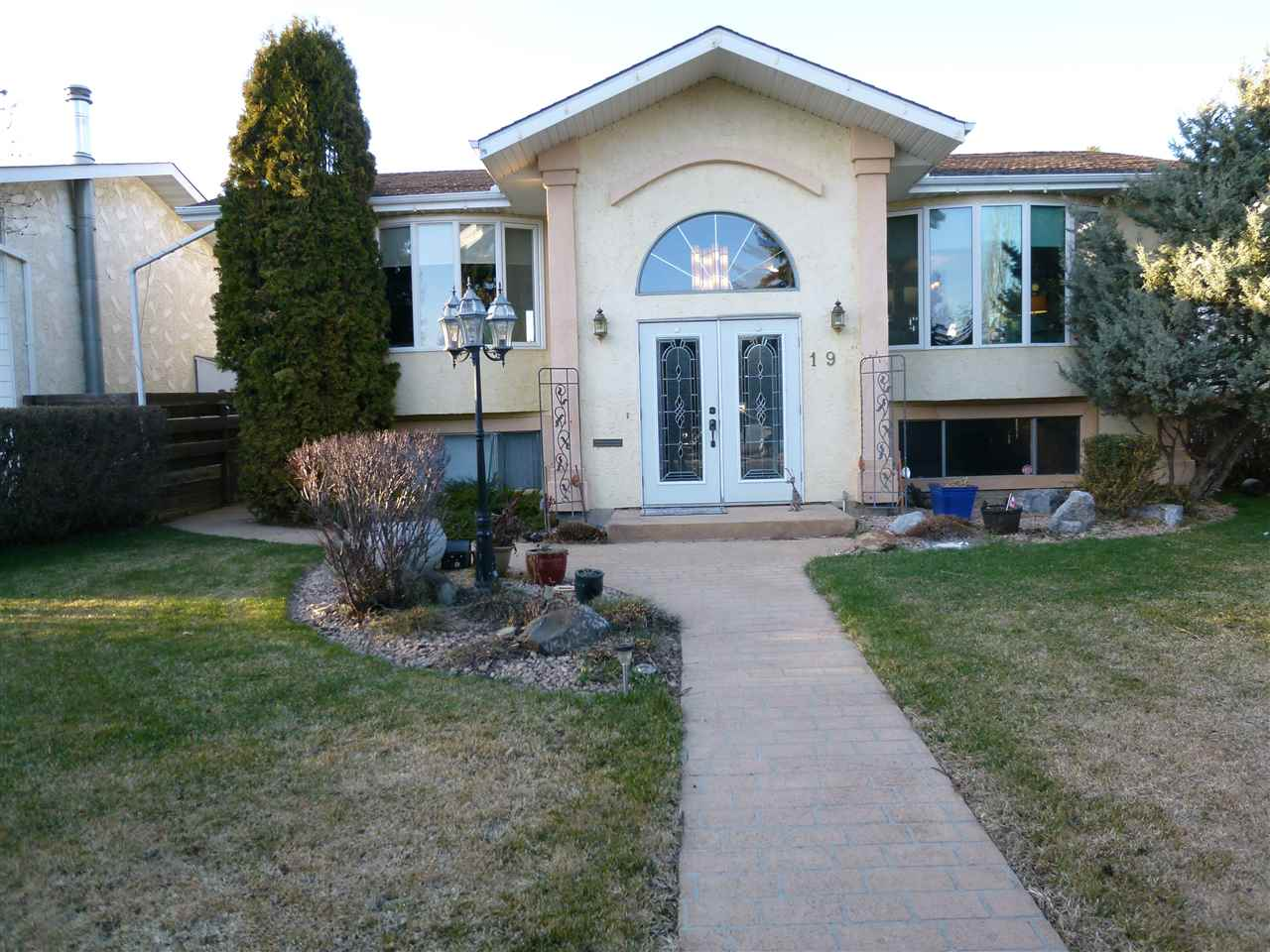 MLS® listing #E4153573 for sale located at 19 WAVERLEY Crescent