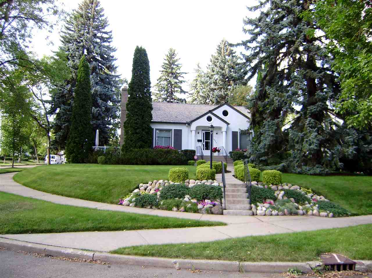 MLS® listing #E4154517 for sale located at 6024 111 Avenue