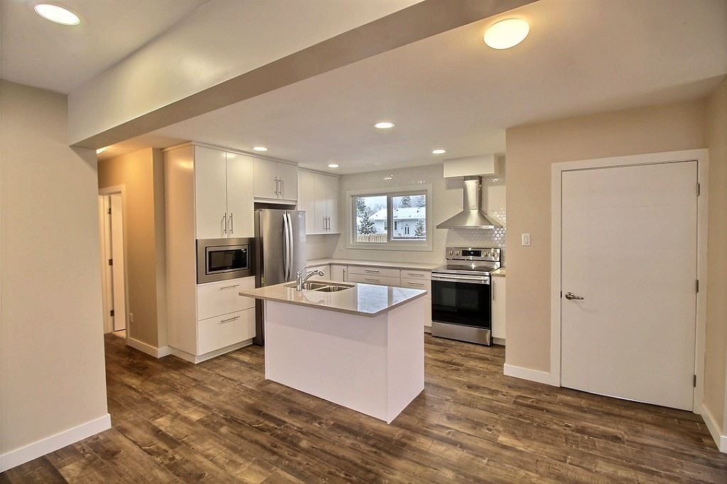 MLS® listing #E4155186 for sale located at 16013 94A Avenue