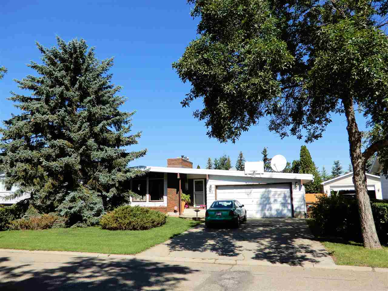 MLS® listing #E4155765 for sale located at 31 LORRAINE Crescent