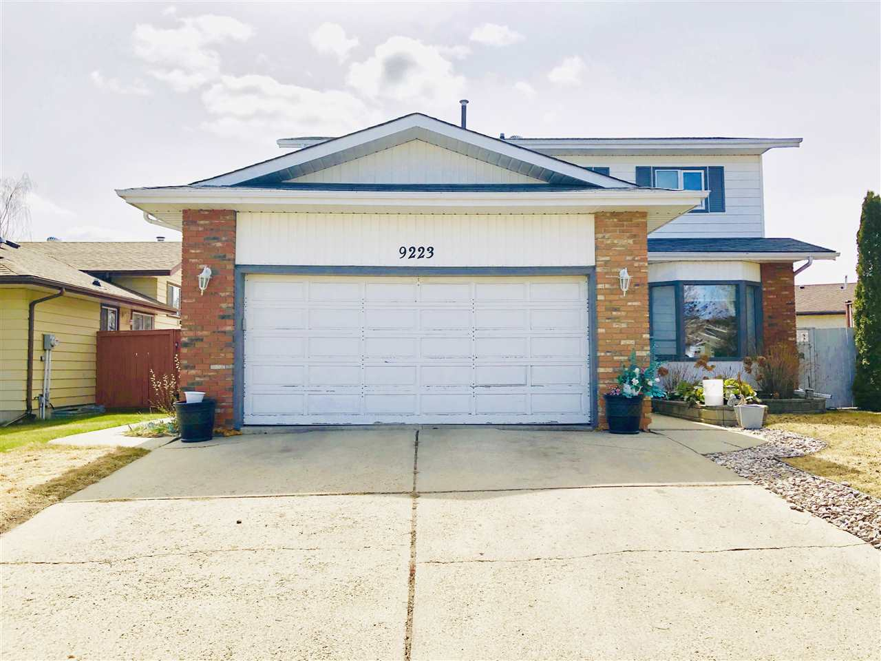 MLS® listing #E4155936 for sale located at 9223 171 Avenue
