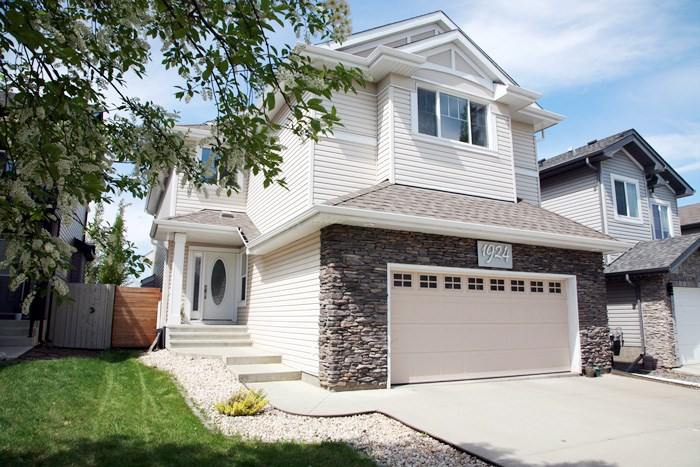 MLS® listing #E4156446 for sale located at 1924 69 Street