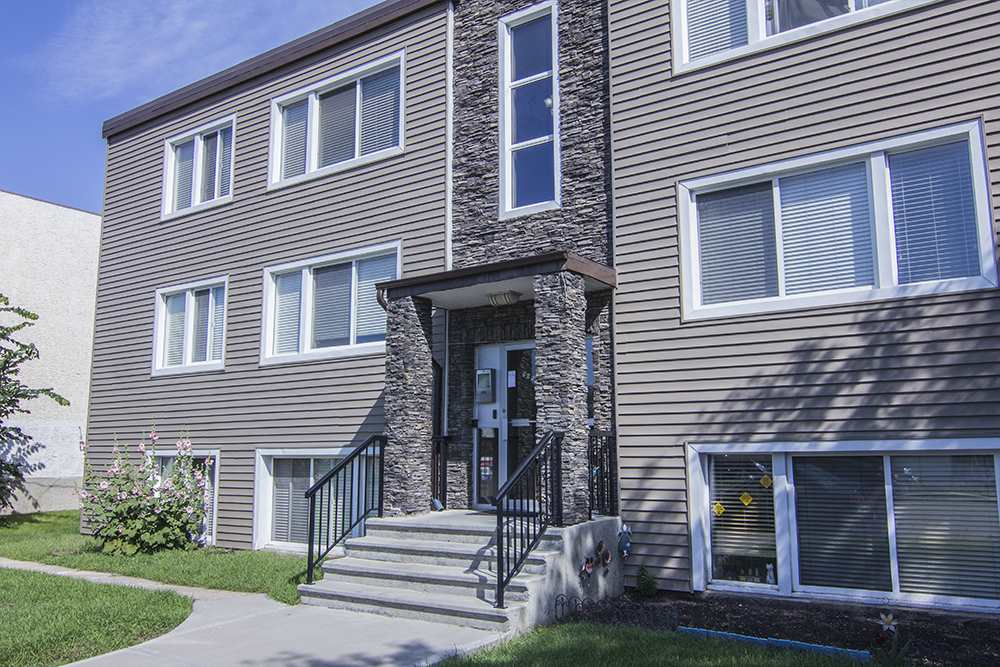 MLS® listing #E4157138 for sale located at 15 9650 82 Avenue