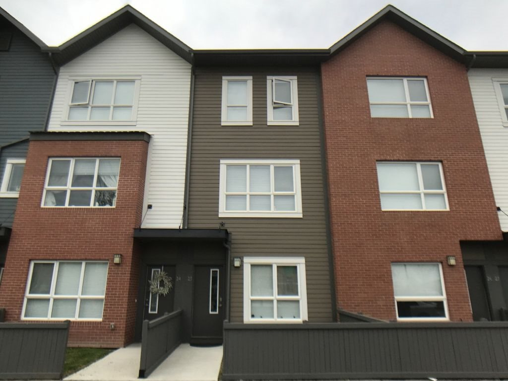 MLS® listing #E4157548 for sale located at 25 2560 Pegasus Boulevard