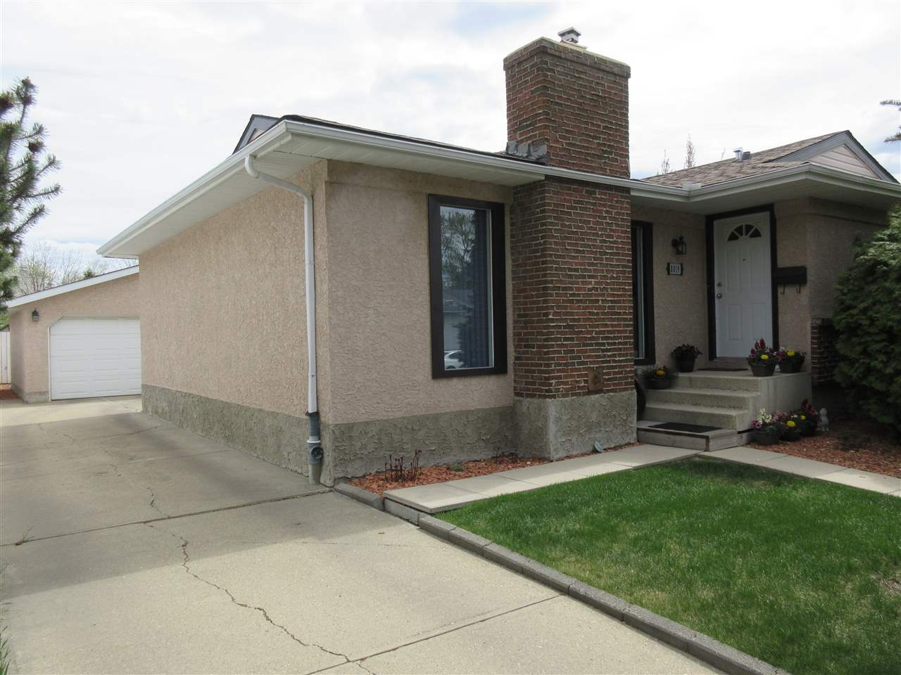 MLS® listing #E4157926 for sale located at 8019 183 Street
