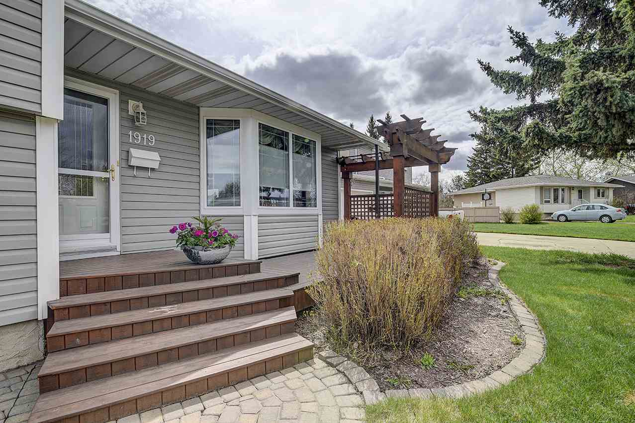 MLS® listing #E4158340 for sale located at 1919 GLENMORE Avenue