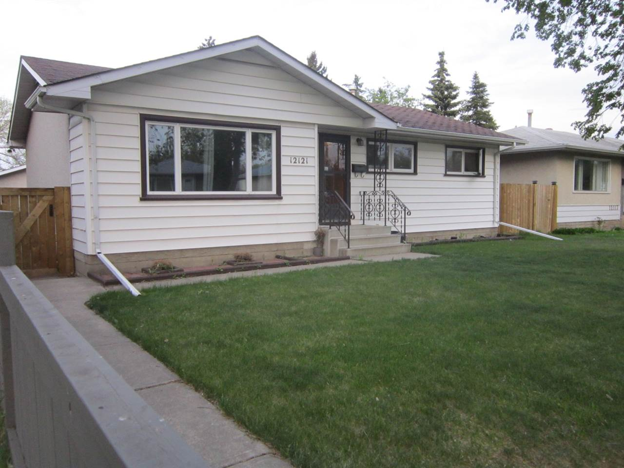 MLS® listing #E4158423 for sale located at 12121 38 Street NW