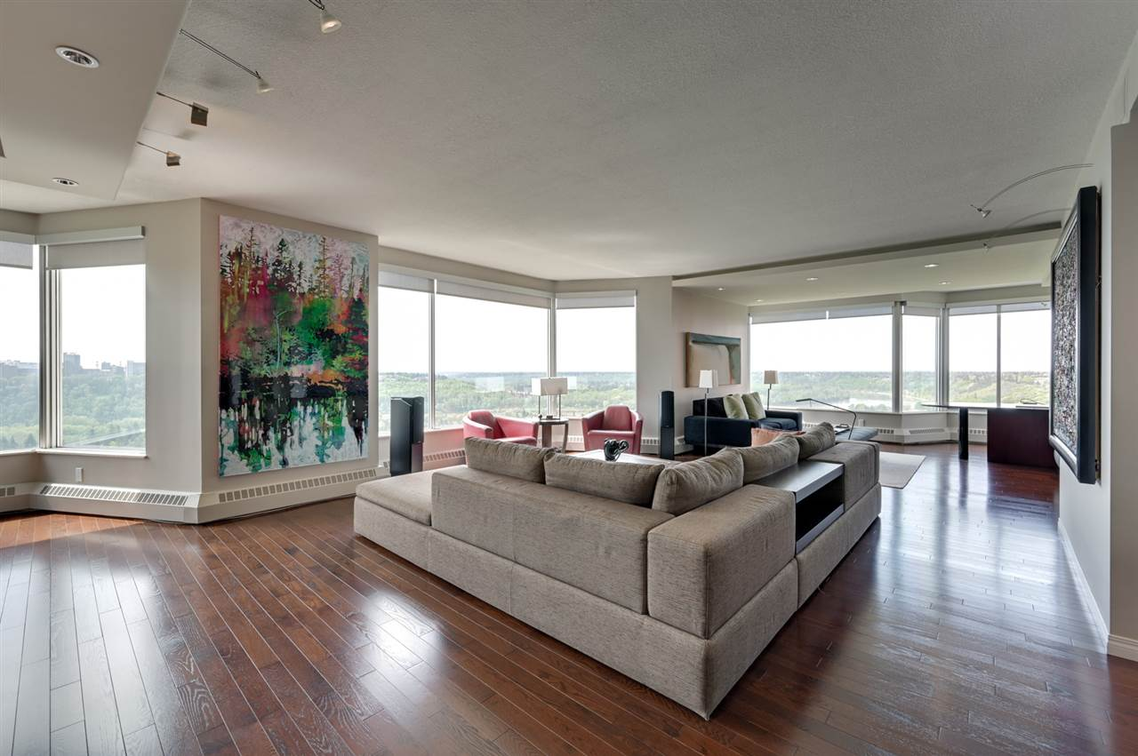 MLS® listing #E4159189 for sale located at 902 11826 100 Avenue
