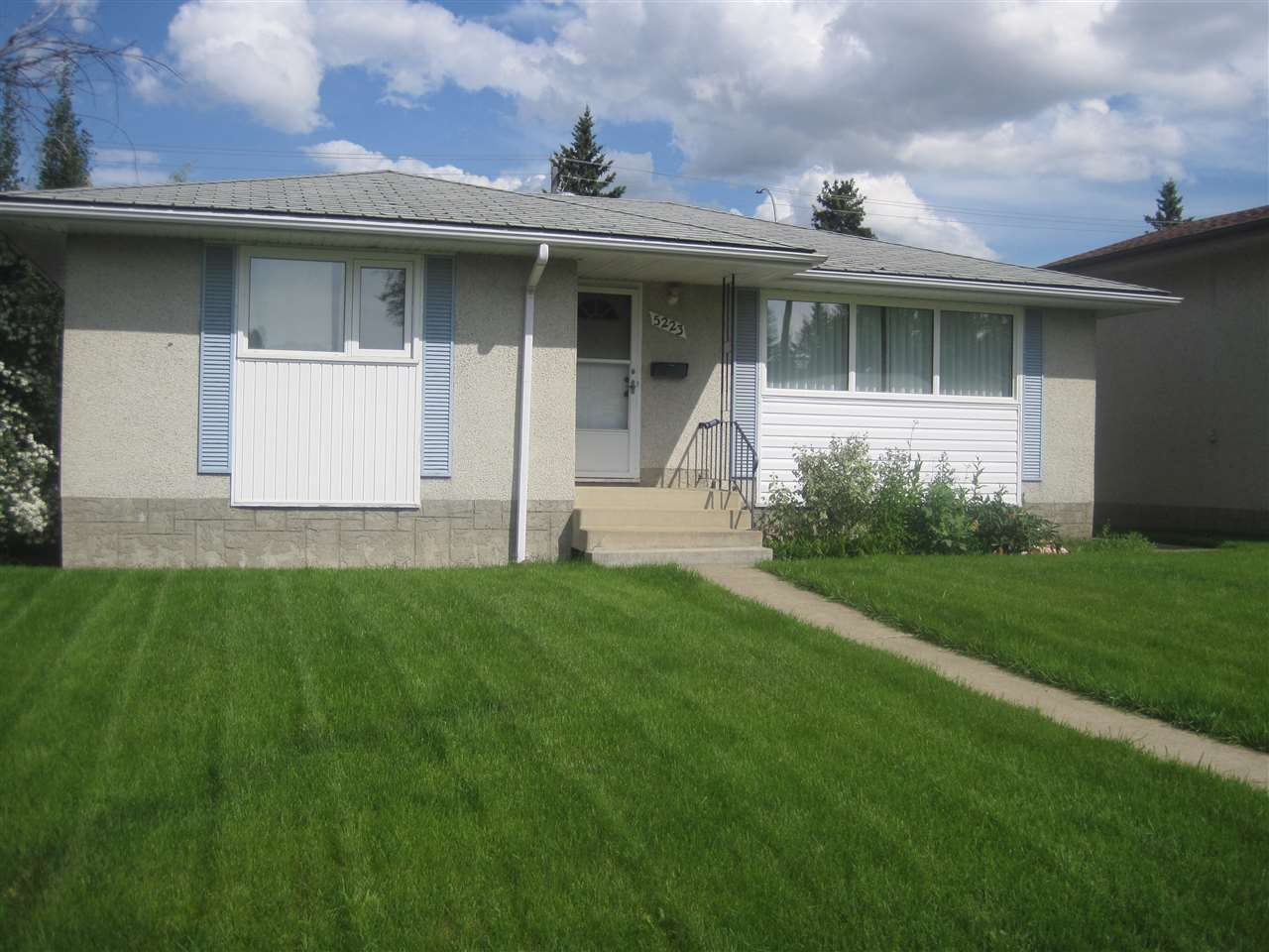 MLS® listing #E4160232 for sale located at 5223 111A Street