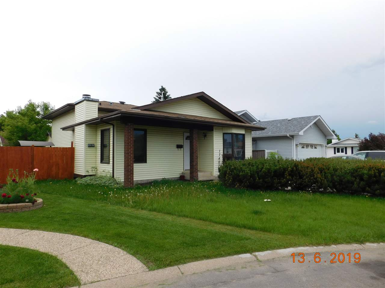 MLS® listing #E4161492 for sale located at 17407 95A Street
