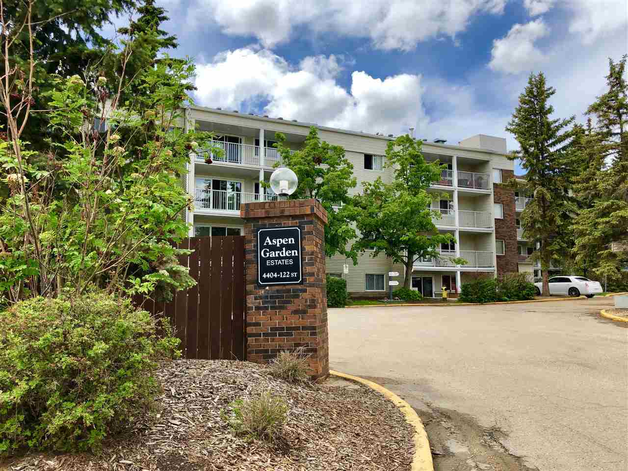 MLS® listing #E4161499 for sale located at 217 4404 122 Street