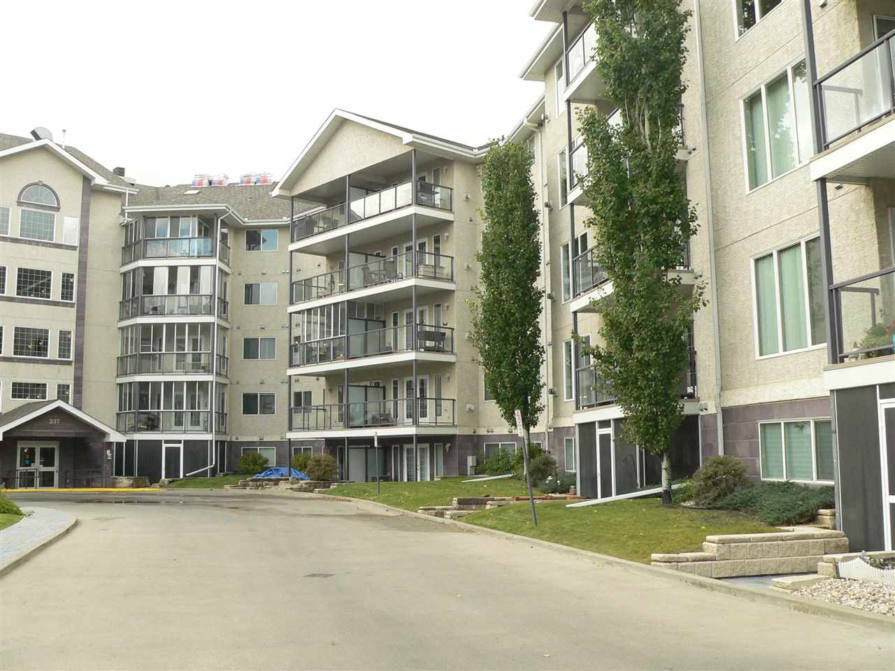 MLS® listing #E4162338 for sale located at 304 237 Youville Drive
