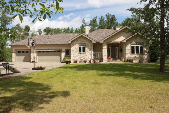MLS® listing #E4162578 for sale located at 49 53521 Range Road 272 Road E