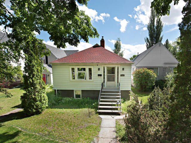 MLS® listing #E4162959 for sale located at 10933 UNIVERSITY Avenue