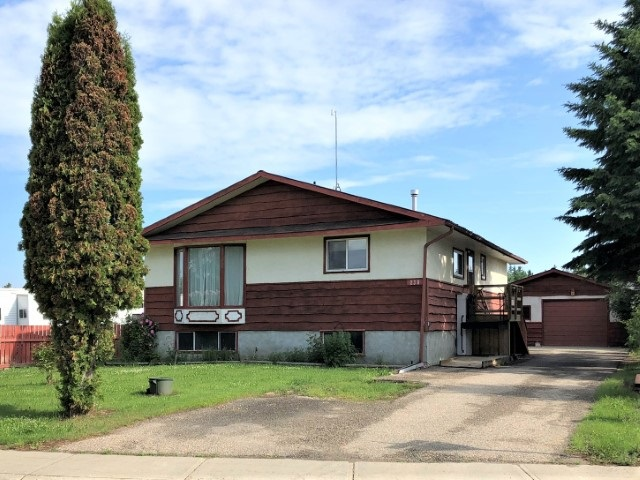 MLS® listing #E4163653 for sale located at 130 Maple Cres.