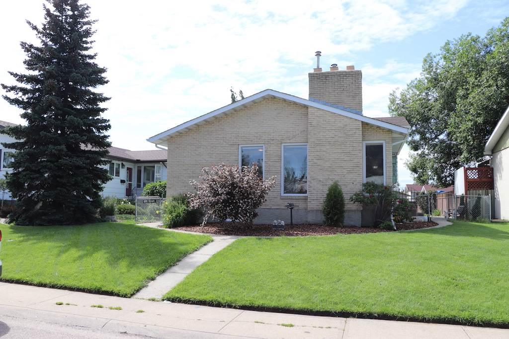 MLS® listing #E4164348 for sale located at 6811 33 Avenue