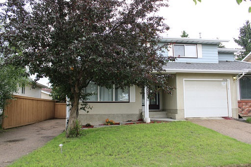 MLS® listing #E4164435 for sale located at 11016 Beaumaris Road NW