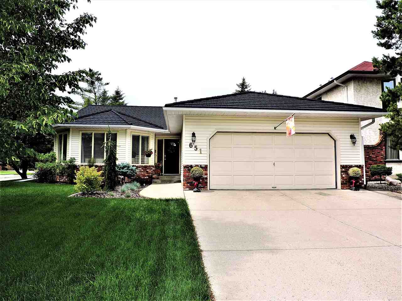 MLS® listing #E4164605 for sale located at 651 BUTCHART Wynd