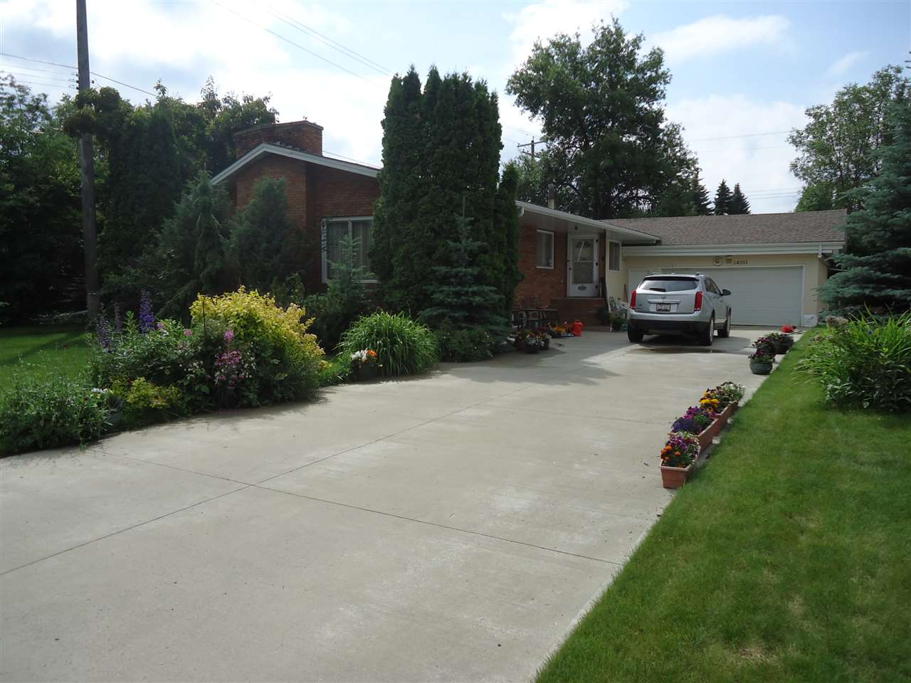 MLS® listing #E4164927 for sale located at 14011 90 Avenue