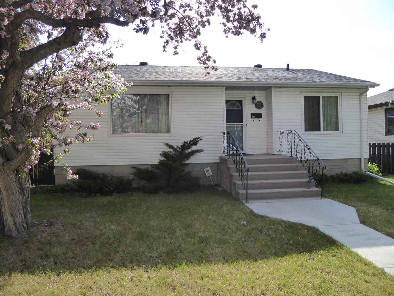 MLS® listing #E4165541 for sale located at 11035 122 Street