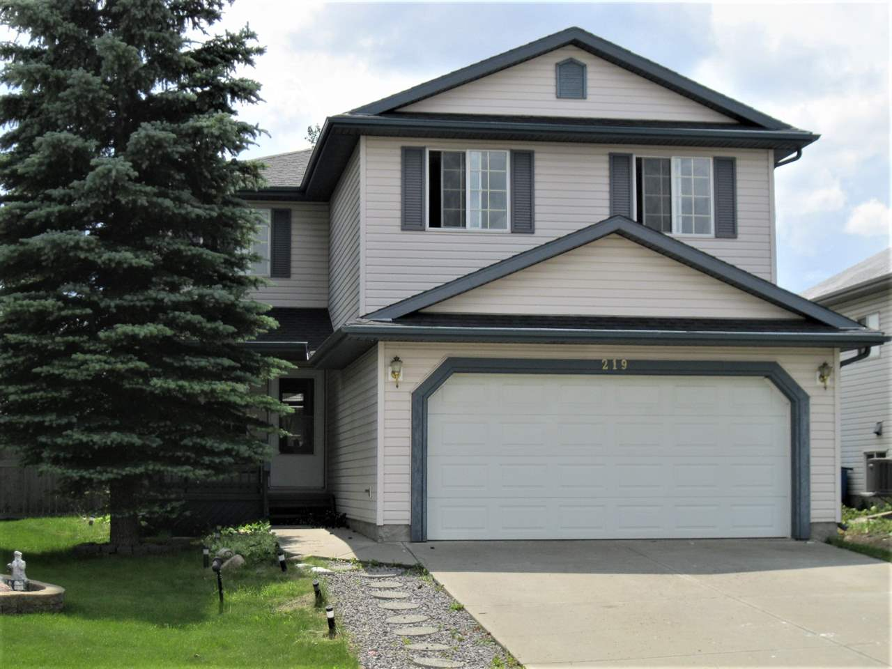 MLS® listing #E4165585 for sale located at 219 HOLLINGER Close