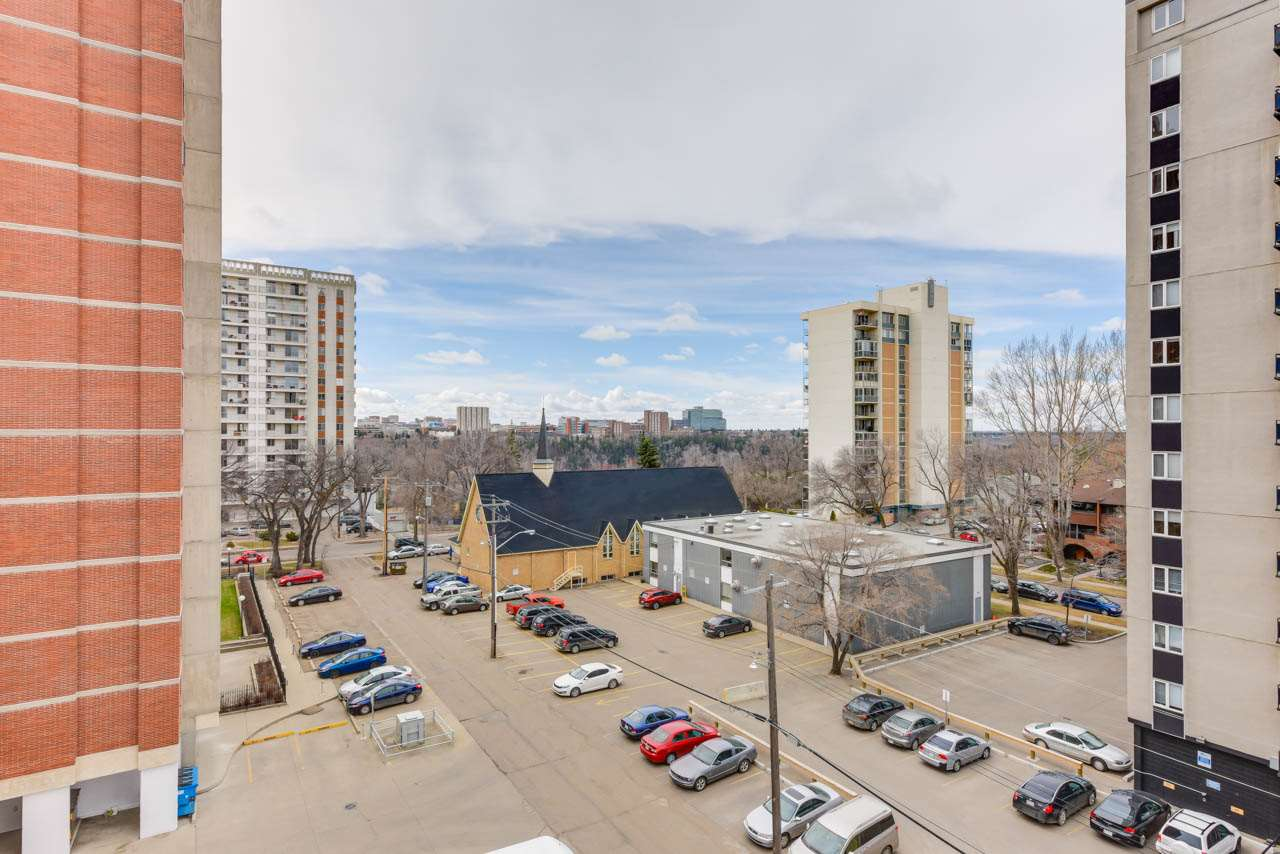 MLS® listing #E4165983 for sale located at 702 9930 113 Street