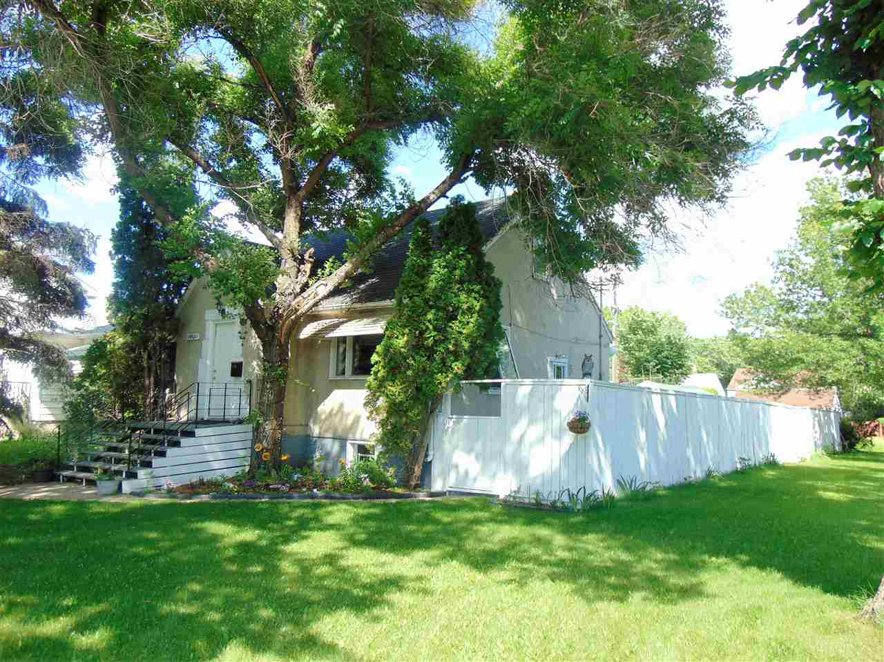 MLS® listing #E4166243 for sale located at 10951 130 Street