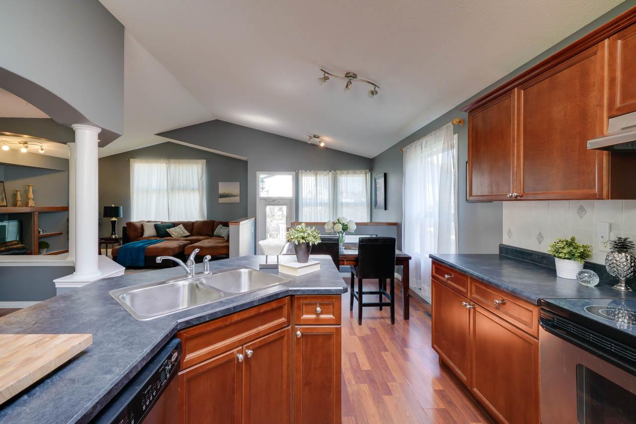 MLS® listing #E4169892 for sale located at 7720 7A Avenue SW