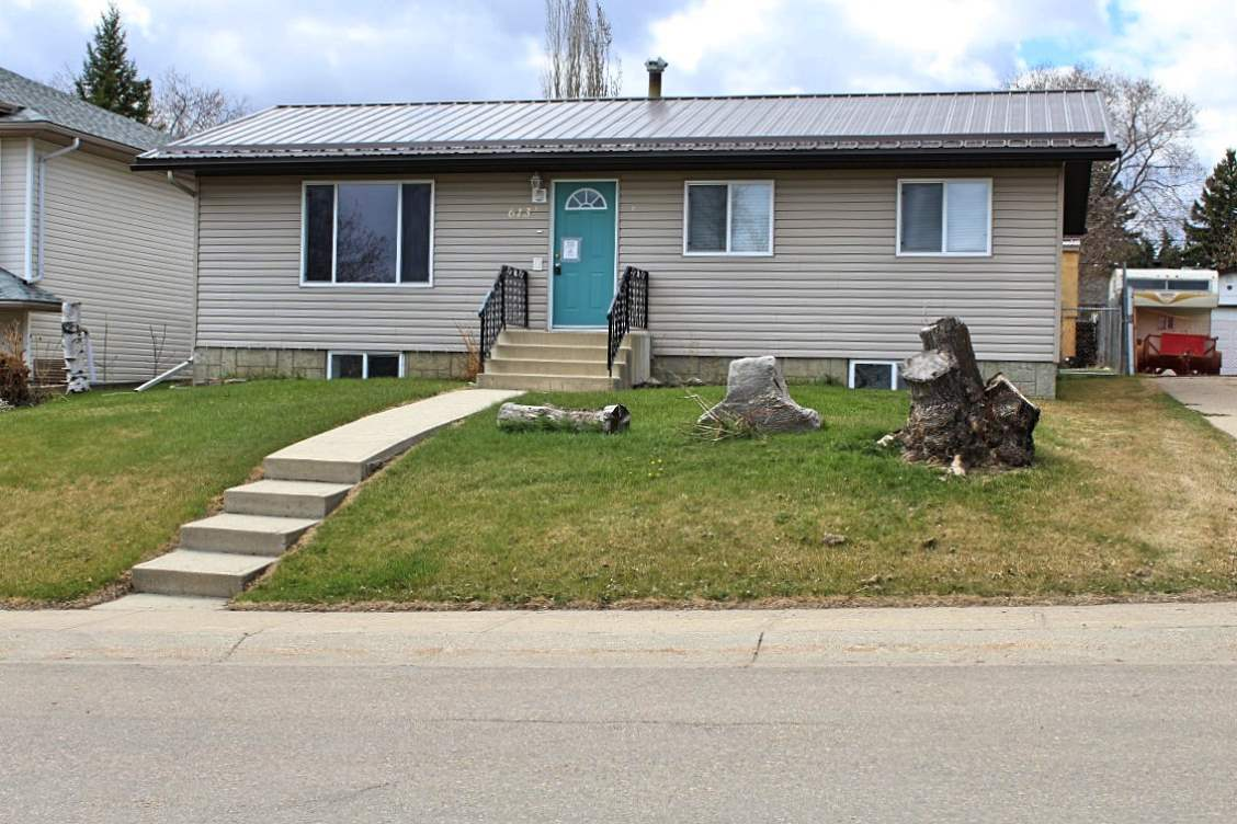 MLS® listing #E4170464 for sale located at 613 12 Street