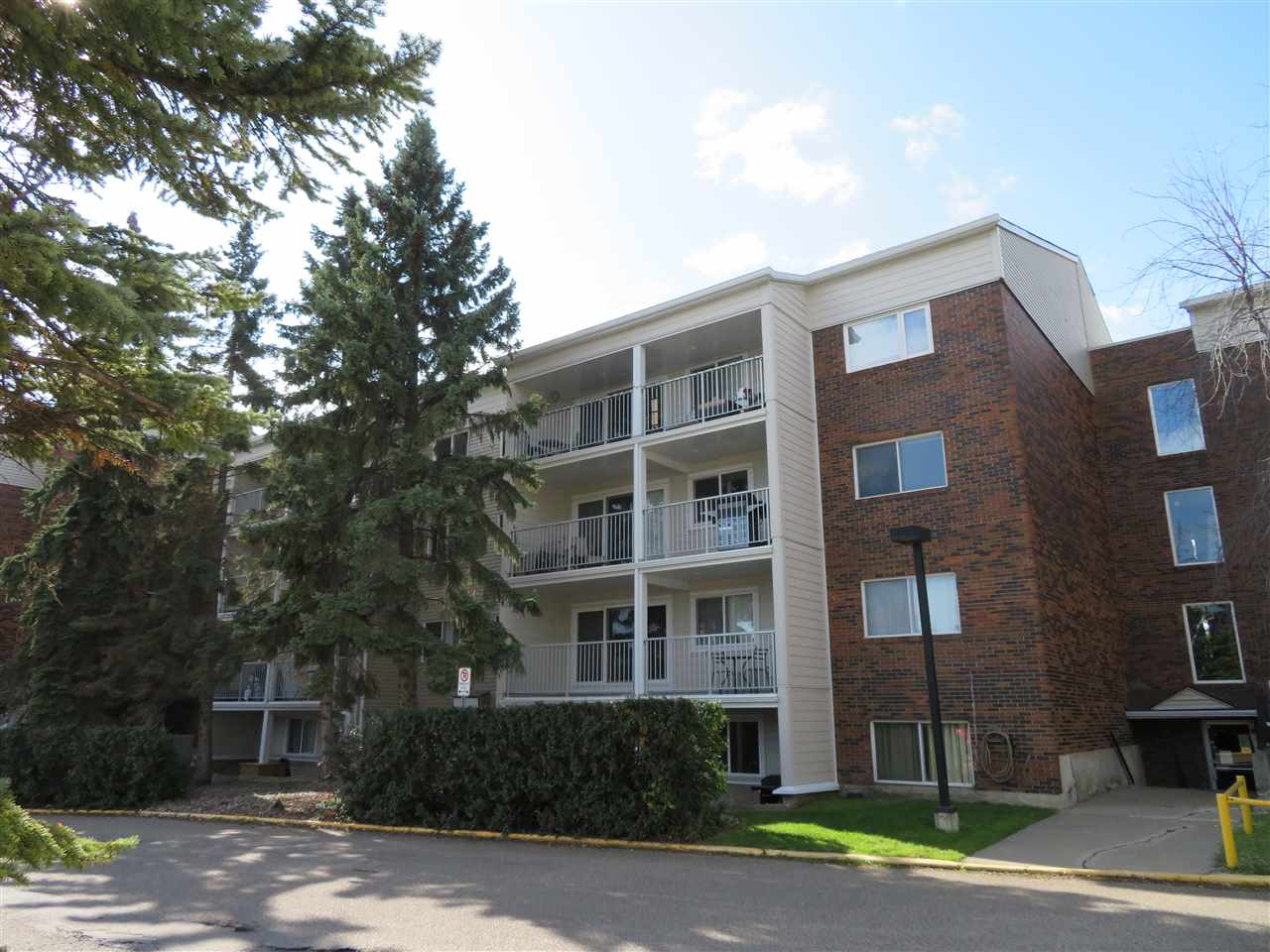 MLS® listing #E4174798 for sale located at 221 4404 122 Street