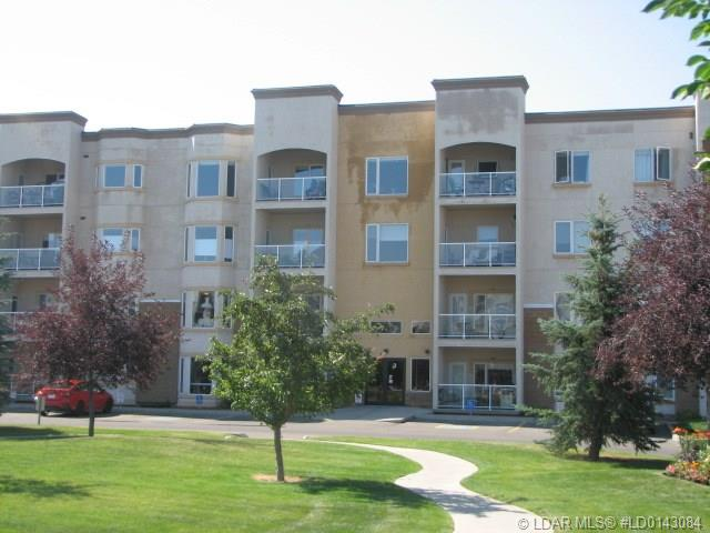 2020 32 Street S, 1 bed, 2 bath, at $239,900