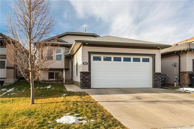 82 Coalbanks Gate W, 4 bed, 3 bath, at $319,900
