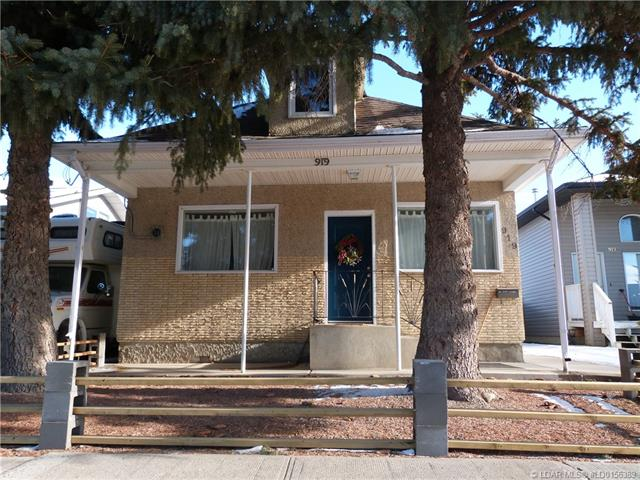 919 6 Street N, 2 bed, 2 bath, at $189,900