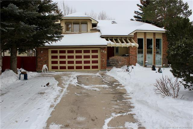 25 Iroquois Crescent W, 3 bed, 3 bath, at $329,000