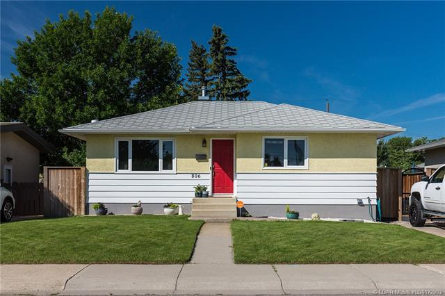 806 8 Street N, 3 bed, 2 bath, at $267,900