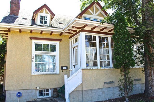 379 5 Street SE, 3 bed, 2 bath, at $282,500
