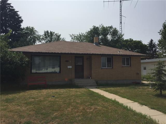 137 12 Street NW, 3 bed, 2 bath, at $184,900