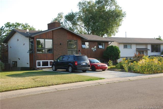 54 Rossland Crescent SE, 4 bed, 3 bath, at $259,900