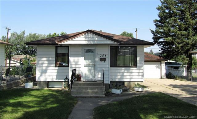 254 8 Street SW, 2 bed, 1 bath, at $199,000
