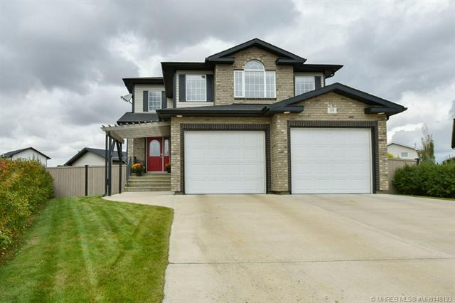 32 Terrace Close NE, 3 bed, 4 bath, at $599,900