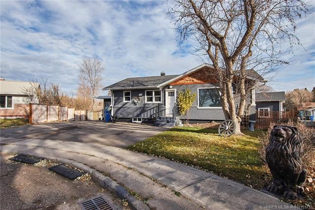 40 Bray Crescent SW, 4 bed, 3 bath, at $419,900