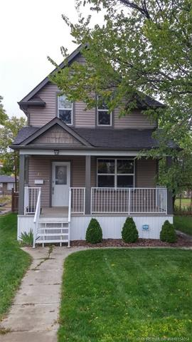 40 8 Street SE, 3 bed, 2 bath, at $269,000