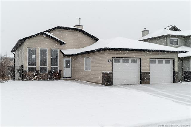 24 Cottonwood Close SW, 3 bed, 3 bath, at $389,900