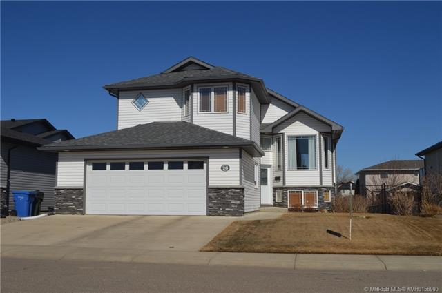 28 Cottonwood Close SW, 4 bed, 3 bath, at $389,900