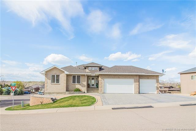8 Chinook Place SW, 5 bed, 3 bath, at $569,900