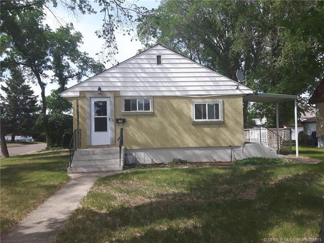 176 10 Street SW, 4 bed, 2 bath, at $207,900