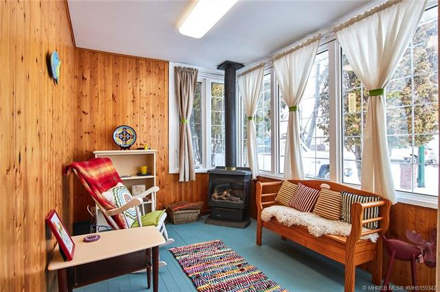 471 10 Street SE, 3 bed, 1 bath, at $190,000